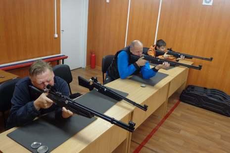 В тире Центра спорта соревновались в стрельбе из пневматической винтовки